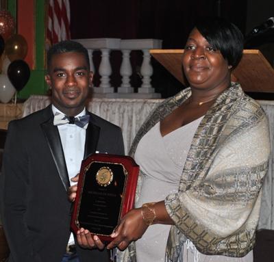 Commancheros gala 2 Brian Robinson presenting plaque to Michelle DeSouza