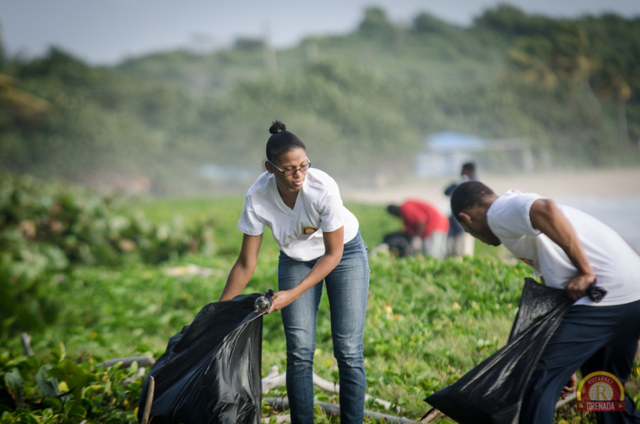 Rotaract Club of Grenada Participates in SPECTO's Bathway Coastal Cleanup. Photo by Orlando Romain