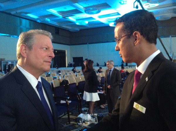 Minister Steele engaging Al Gore on opening day
