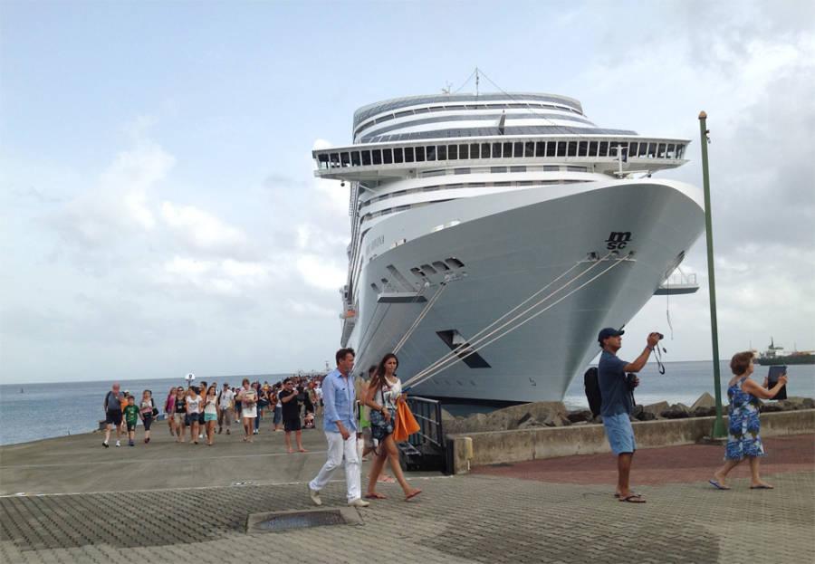 MSC-Divina-closes-cruise-ship-season-with-a-bang
