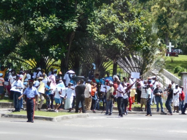 Demonstration at the gates of the Ministerial Complex today