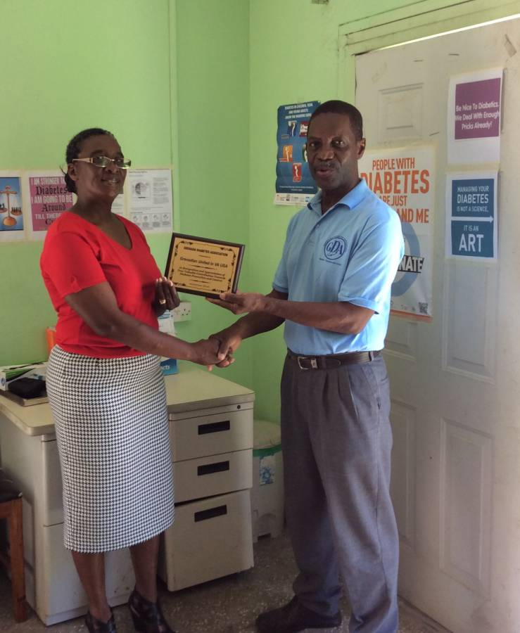 Dr Alister Antoine of the Diabetic Association presenting plaque to Mrs Friday